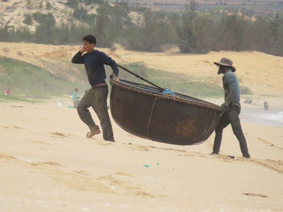bateau rond pour pecher a mui ne dans le sud du vietnam https://yoytourdumonde.fr