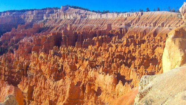 Les roches du parc Bryce Canyon se transforme en dentelle photo blog voyage tour du monde http://yoytourdumonde.fr