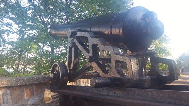 Vous pouvez encore trouver des canons qui se trouvent sur les remparts de la ville de quebec qui est une ville de l'unesco depuis 1985 photo blog voyage tour du monde https://yoytourdumonde.fr
