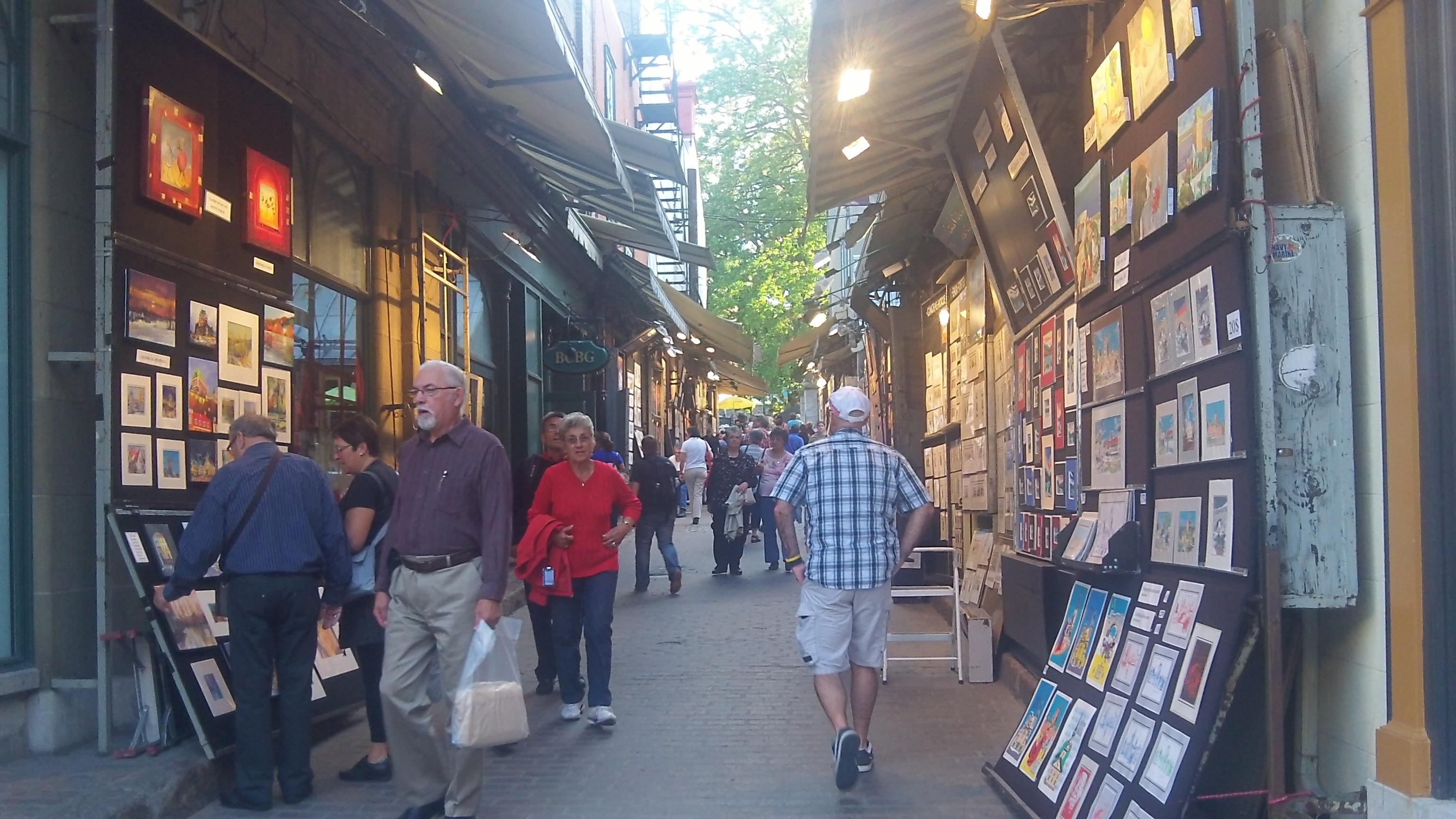 Vous pouvez decouvrir les nombreuses ruelles dans la ville de Quebec c'est un grands plaisir de marcher dedans photos blog voyage tour du monde https://yoytourdumonde.fr