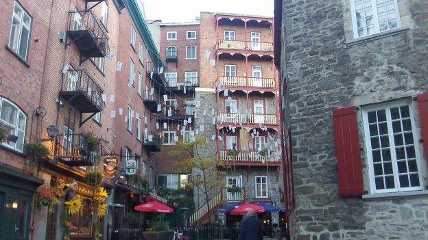 La ville de quebec ressemble de beaucoup a des villes françaises que l'on retrouvent en bretagne ou en normandie photo blog voyage tour du monde https://yoytourdumonde.fr