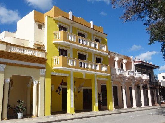 Superbe bâtiment colonial à Bayamo photo blog voyage tour du monde https://yoytourdumonde.fr