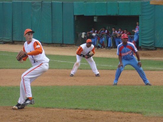 Une partie de base-ball à Santa Clara à Cuba photo blog voyage tour du monde https://yoytourdumonde.fr
