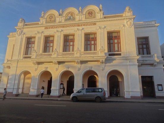 Theatre de Cienfuegos à Cuba photo blog voyage tour du monde https://yoytourdumonde.fr