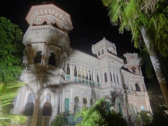 Bâtiment colonial à Cienfuegos à Cuba, ville inscrite au Patrimoine Mondiale de l'Unesco, photo blog voyage tour du monde https://yoytourdumonde.fr