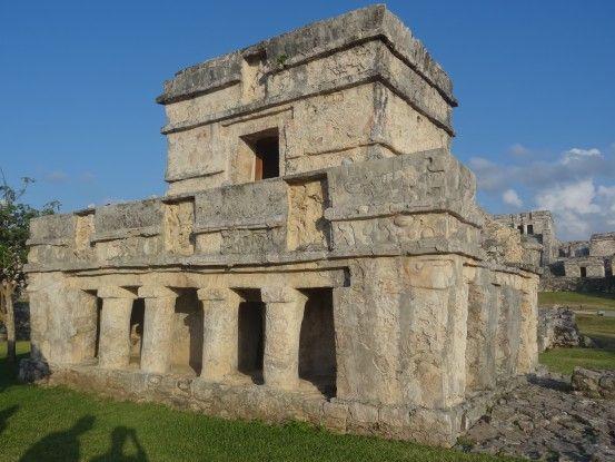 Temple maya sur le site de Tulum au Mexique photo blog voyage tour du monde https://yoytourdumonde.fr