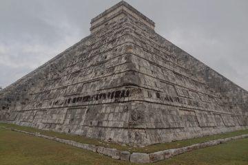 L'une des plus grandes pyramides Maya se trouve sur le site de Chichen Izta au Mexique photo blog voyage tour du monde https://yoytourdumonde.fr