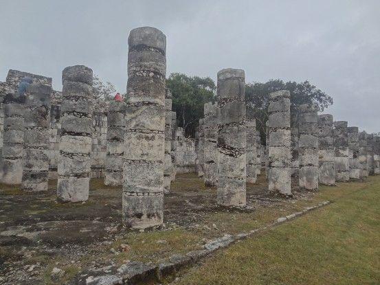 Le magnifique temple aux 1000 colonnes de Chichen Itza au mexique photo blog voyage tour du monde https://yoytourdumonde.fr
