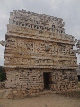Temple à Chichen Itza au Mexique photo blog voyage tour du monde https://yoytourdumonde.fr