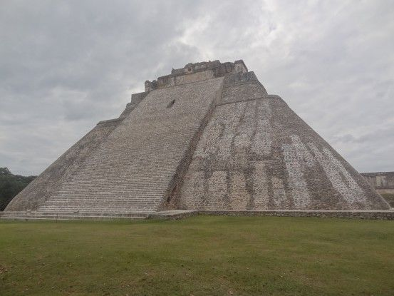 Site archeologique d'Uxmal au Mexique photo blog voyage tour du monde travel https://yoytourdumonde.fr