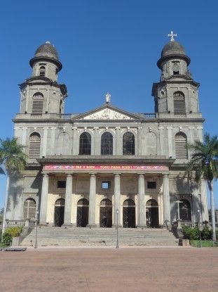 L'ancienne cathédrale de Managua n'est plus possible d'accès suite aux différents séismes. Photo blog voyage Nicaragua travel https://yoytourdumonde.fr