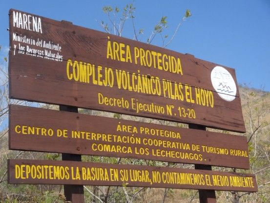 Le volcan Cerro Negro se trouve dans un parc protégé au Nicaragua photo blog voyage tour du monde travail https://yoytourdumonde.fr