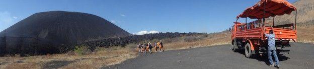 Début de l'ascension du Volcan Cerro Negro au Nicaragua photo blog voyage tour du monde travel https://yoytourdumonde.fr