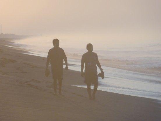 A cause des nombreux volcans au Guatemala, la couleur du sable est noir à Monterrico photo blog voyage tour du monde https://yoytourdumonde.fr