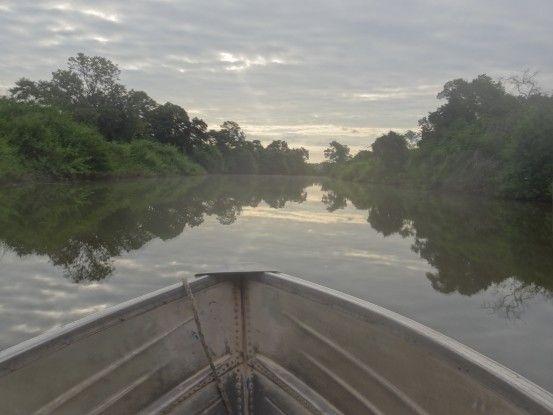 Comptez 1h15 de bateau pour rejoindre Sayaxché à Aguateca au Guatemala pour visiter la cité maya photo blog voyage tour du monde https://yoytourdmonde.fr