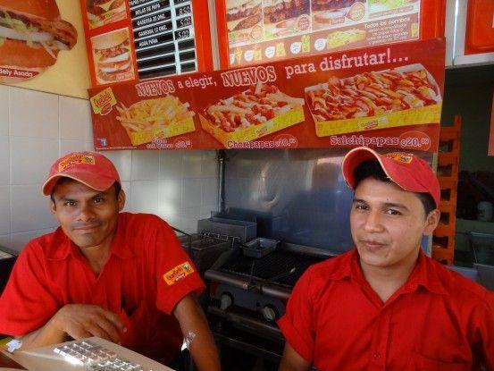 Amis du Guatemala Rio Dulce photo blog voyage tour du monde travel https://yoytourdumonde.fr