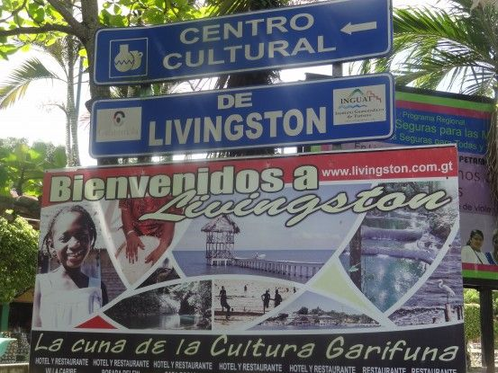 Panneaux d'informations à Livingston au Guatemala photo blog voyage tour du monde travel https://yoytourdumonde.fr