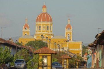 Granada est la plus belle villle du Nicaragua, c'est une très belle ville coloniale photo blog voyage tour du monde travel https://yoytourdumonde.fr