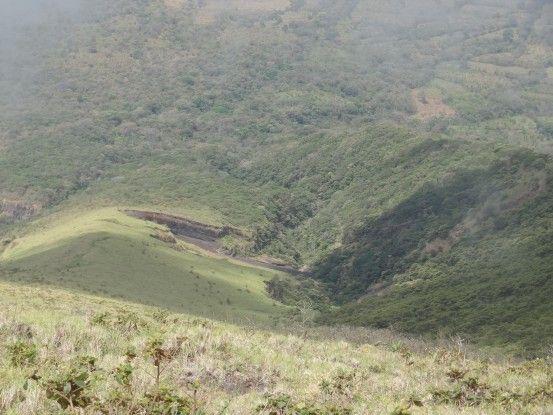 Attention aux nombreuses crevasses présentes durant votre ascension du Volcan Concepcion photo blog voyage tour du monde travel https://yoytourdumonde.fr