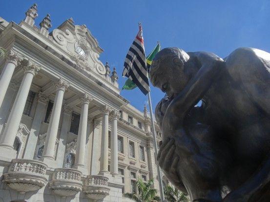 Statue de Wiliam Zadig à Sao Paulo au Brésil photo blog voyage tour du monde travel https://yoytourdumonde.fr