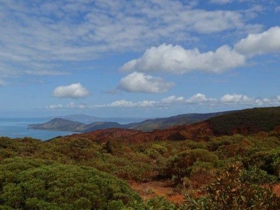 Nouvelle-Caledonie: Mine de Tiebaghi, il faut se diriger vers les montagnes et quitter le littoral pour trouver la mine.