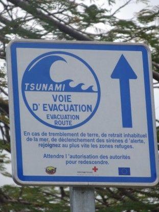 Nouvelle-Caledonie: Panneau à Hienghène, attention tsunami possible!