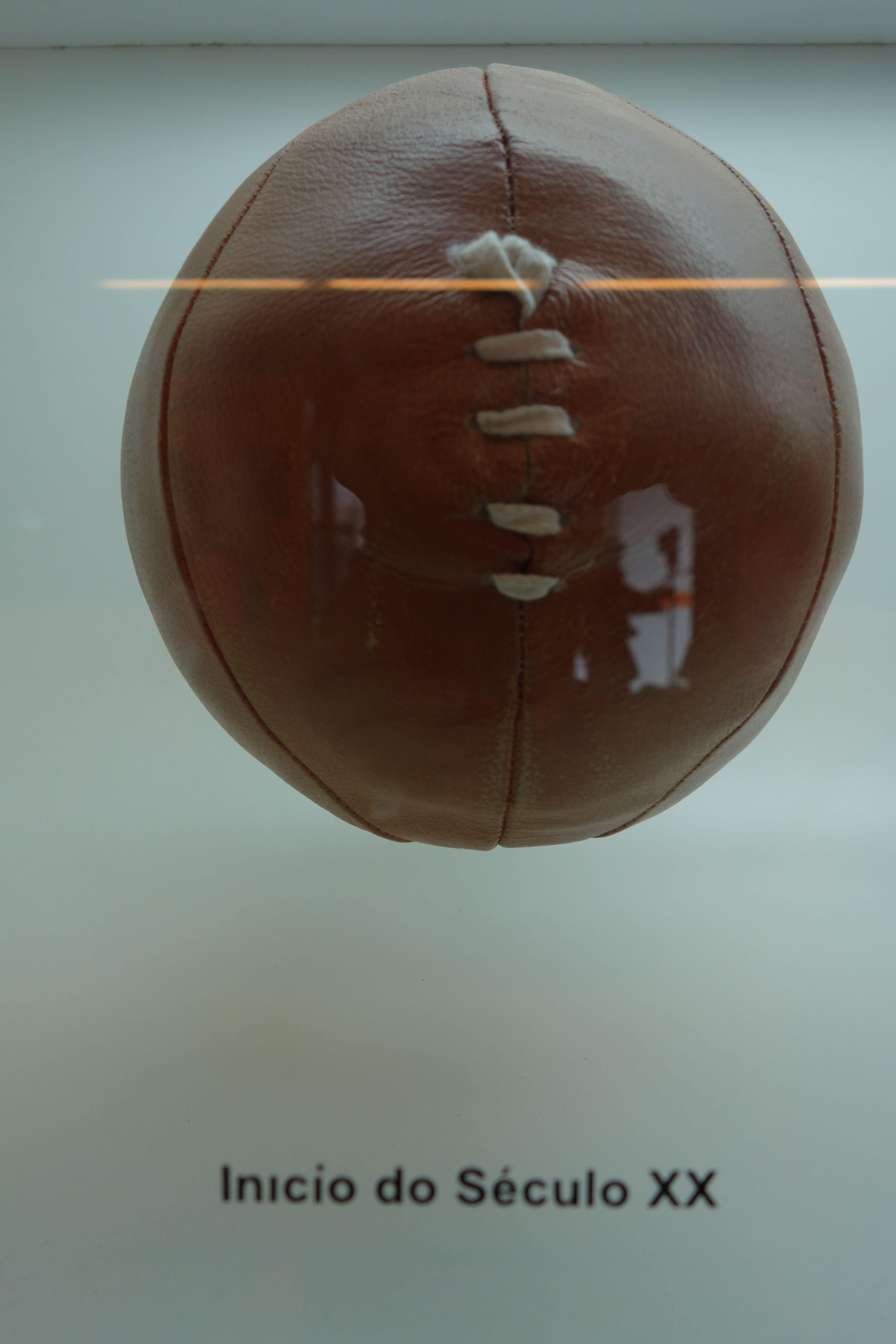 COUPE DU MONDE DE FOOTBALL: Musee du football a Sao Paulo, les premiers ballons de football.