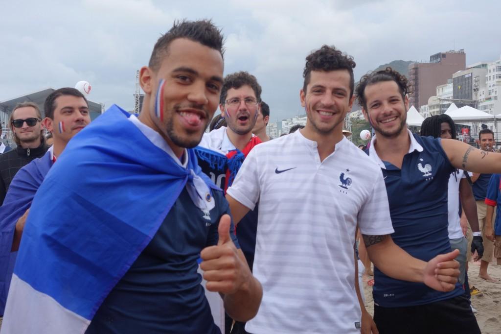 Coupe du Monde de Football: France - Suisse du cote de Copacabana a Rio de Janeiro.