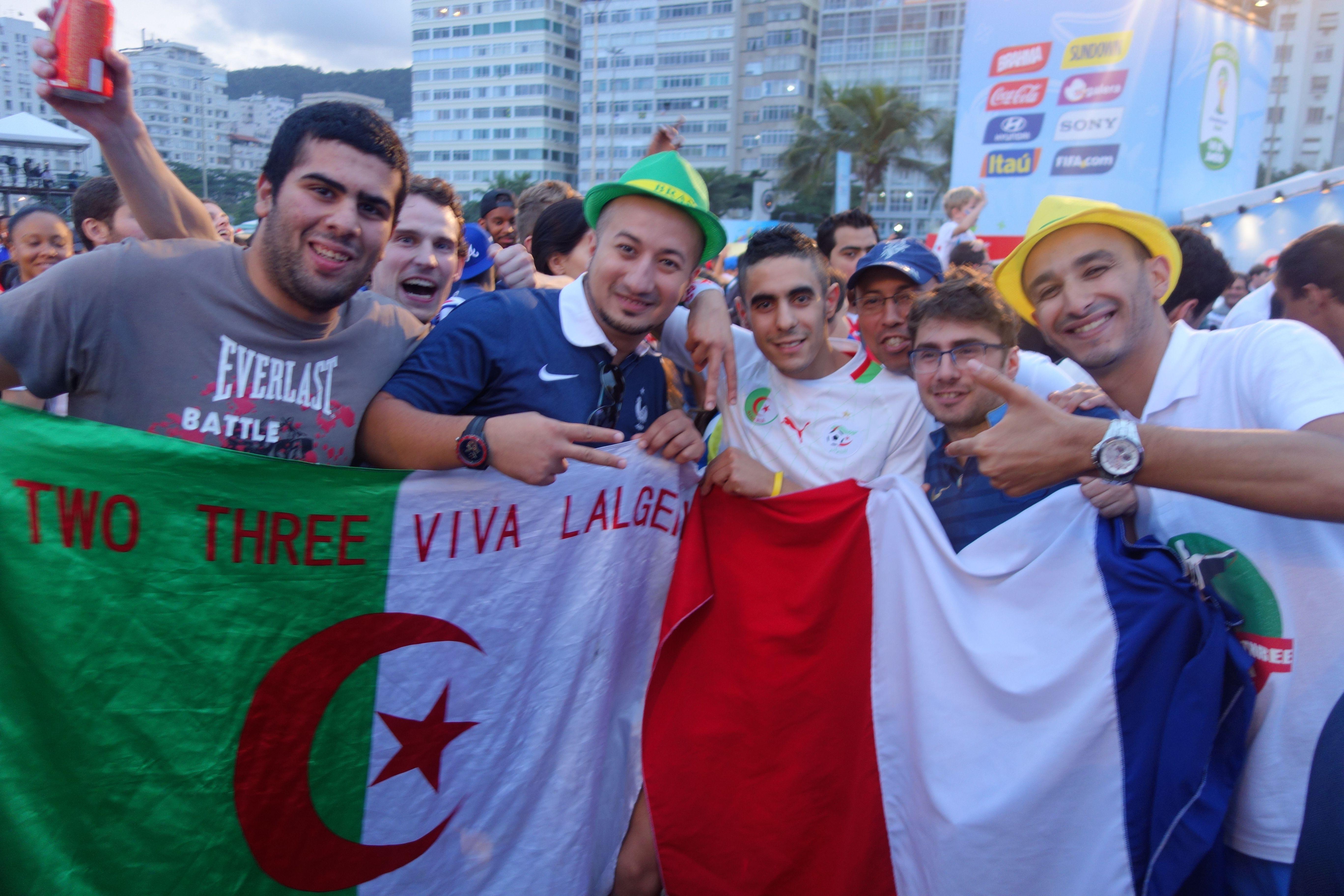 Coupe du Monde de Football: France - Suisse du cote de Copacabana a Rio de Janeiro. Algeriens et Français ensembles pour chanter la Marseillaise, c´etait BEAU!!!