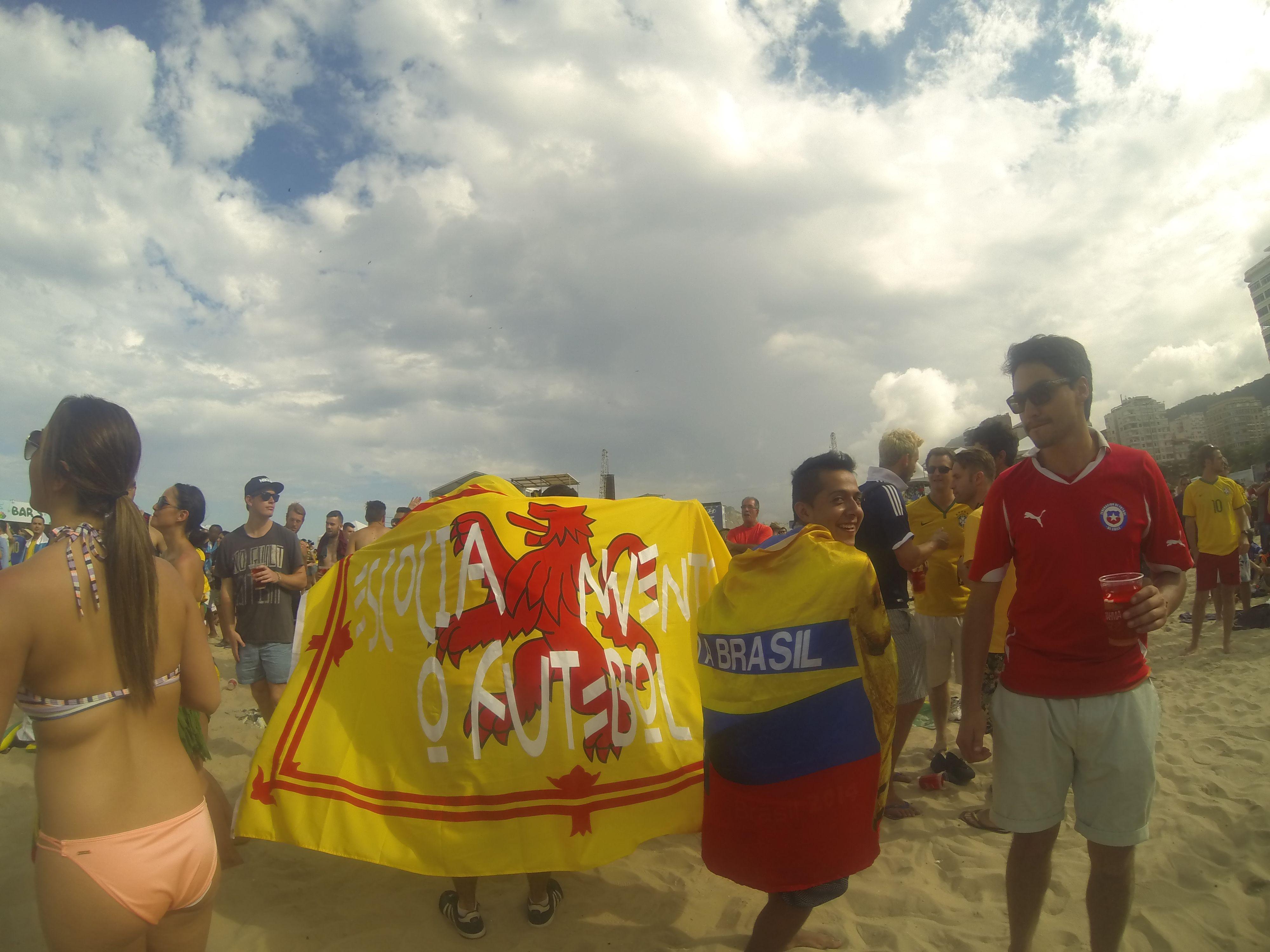 COUPE DU MONDE BRESIL 2014: Plage de Copacabana, delegation de Colombiens