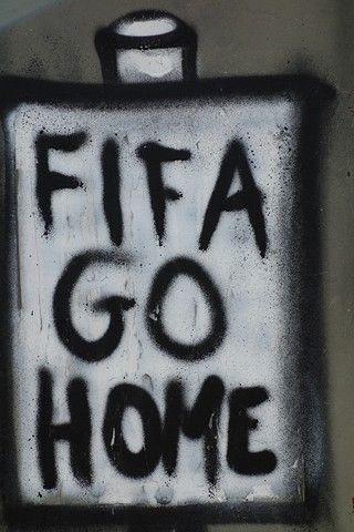Bresil- Sao Paulo: Message contre le mondial et contre la Fifa.