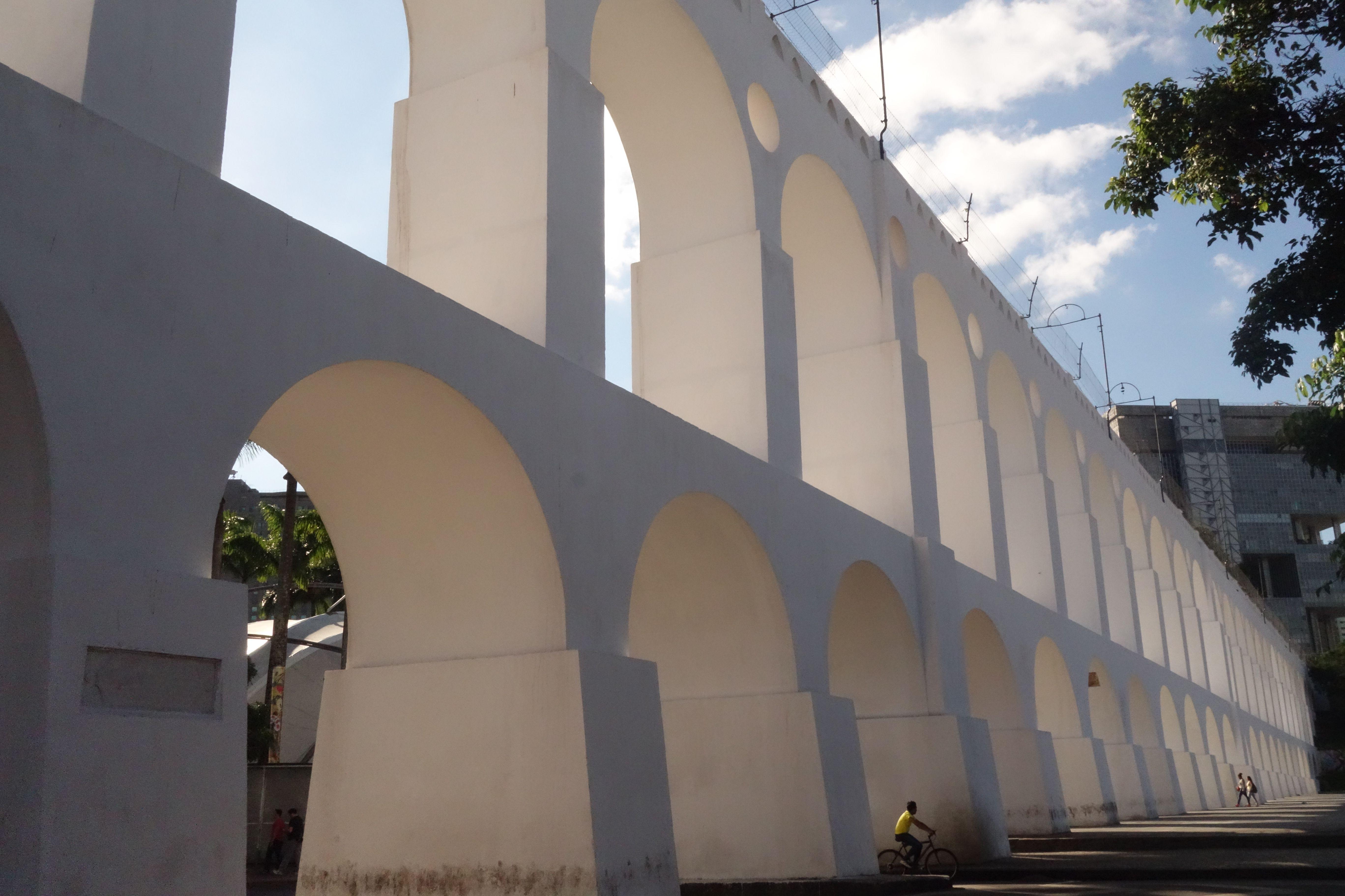 L'aqueduc du quartier de Lapa à Rio de Janeiro au Brésil photo blog voyage tour du monde travel https//yoytourdumonde.fr