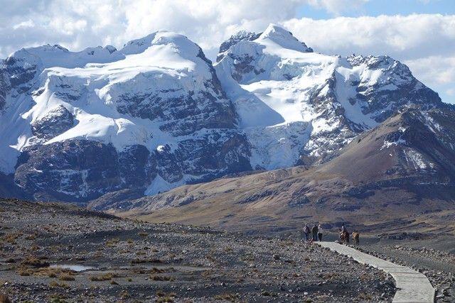Perou-Huaraz: Sur la route en direction du Glacier Pastouri. Passage au cheval.