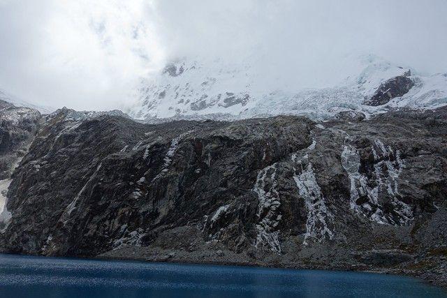 Perou-Laguna 69: Le sommet qui se degage petit a petit des nuages...