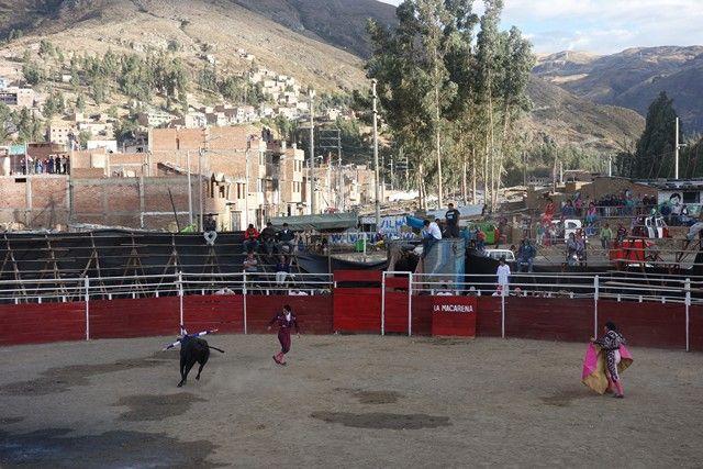 Perou-Huaraz: La Corida de Huaraz.