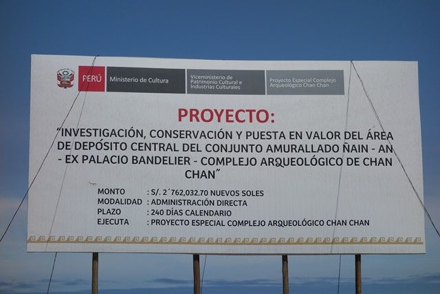 Perou- Chan Chan: Investigation sur les lieux de Chan Chan. Les recherches sont touours d'actualités.
