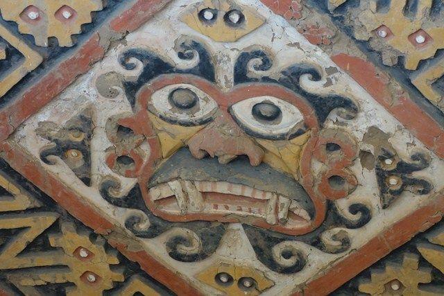 """Perou- Huaca de la luna: Pour les conquistadors Espagnols tout les temples au Perou ont prie le nom de """"Temple de la Luna ou du Soleil"""" or les Moche ne croyaient nullement en de tel Dieu..."""