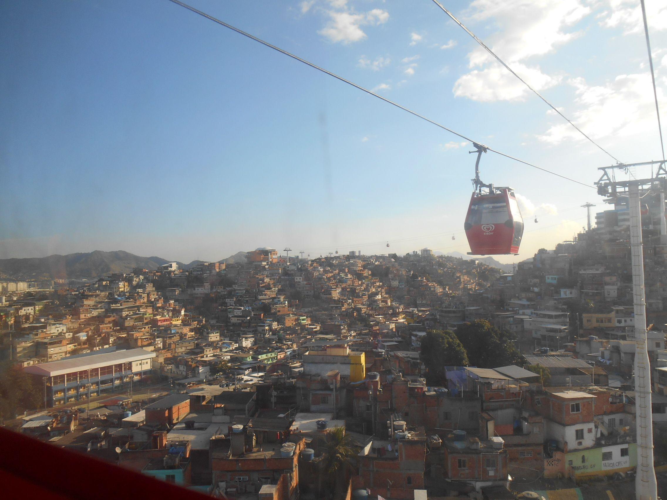 L'une des nombreuses favela de Rio de Janeiro au Brésil photo blog voyage tour du monde travel https://yoytourdumonde.fr