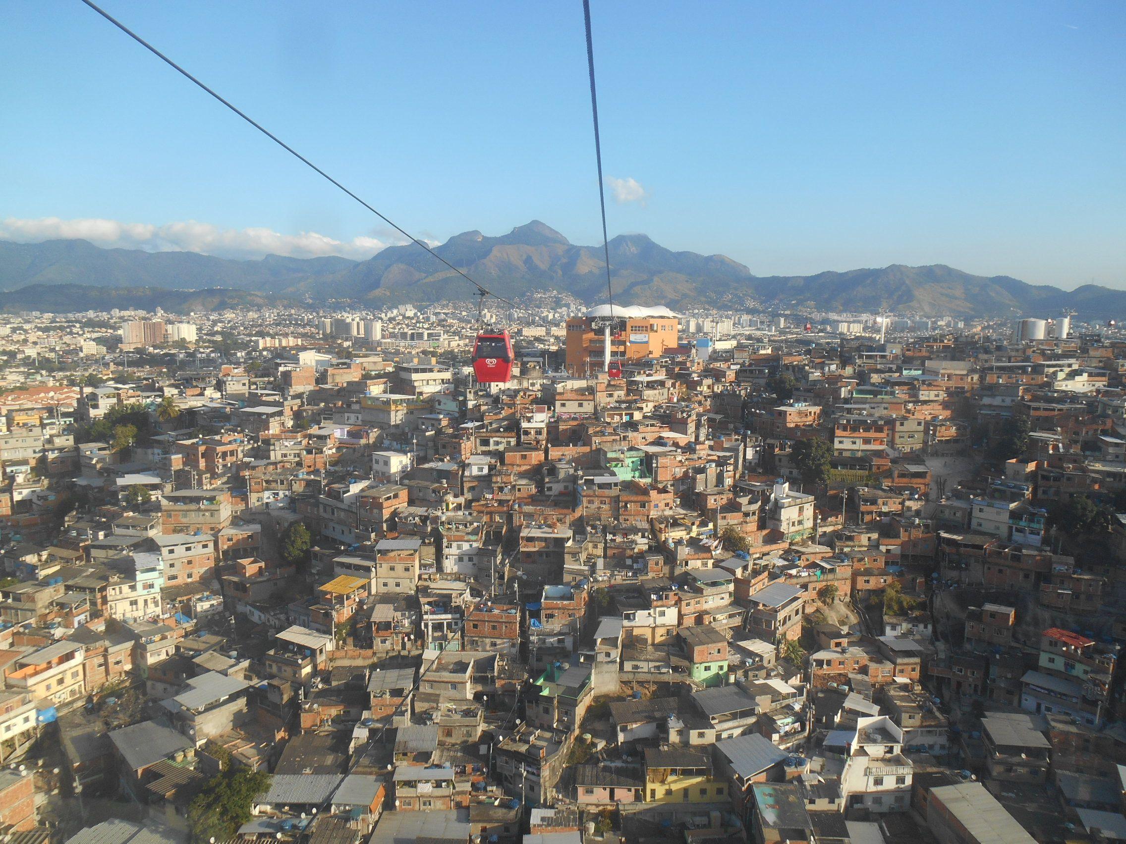 La Favela do Alemao à Rio de Janeiro au Brésil photo blog voyage tour du monde travel https://yoytourdumonde.fr