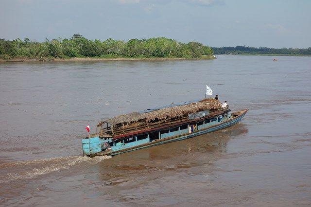 Pérou: Après le bus, j'arrive dans la ville de Yurimaguas et découvre les grandes rivières d'Amazonie.