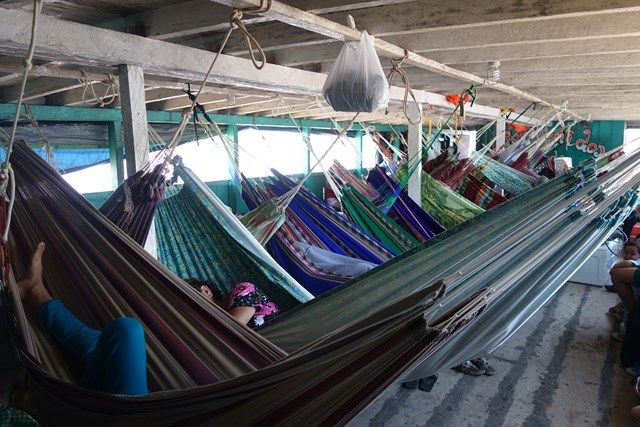 Pérou-Amazonie: La vie sur un bateau en compagnie des locaux.