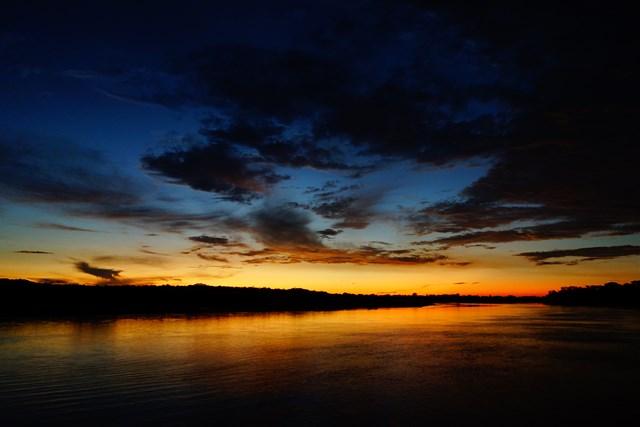 Couché de soleil sur l'Amazonie, la photo a été prise du toit de mon bateau à voir sur mon blog: https://yoytourdumonde.fr/perou-amazonie-yurimaguas-bateau/