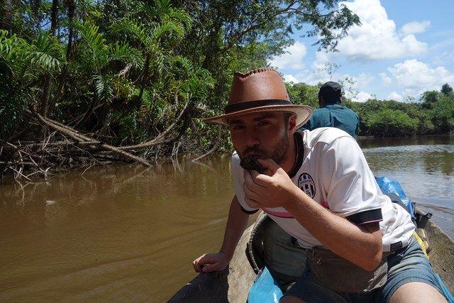 Pérou-Réserve Pacaya Samiria: La vie sur le bateau! Oui très très dure!!! Parfois nouis croisons des tortues.