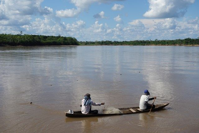 Voyage au Perou- Lagunas: Des pécheurs sur l'Amazonie..