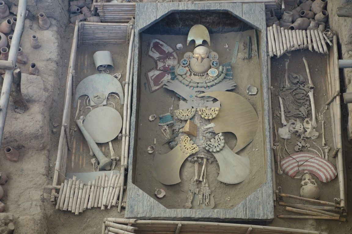 Perou: Découverte de la tombe du Seigneur de Sipan.
