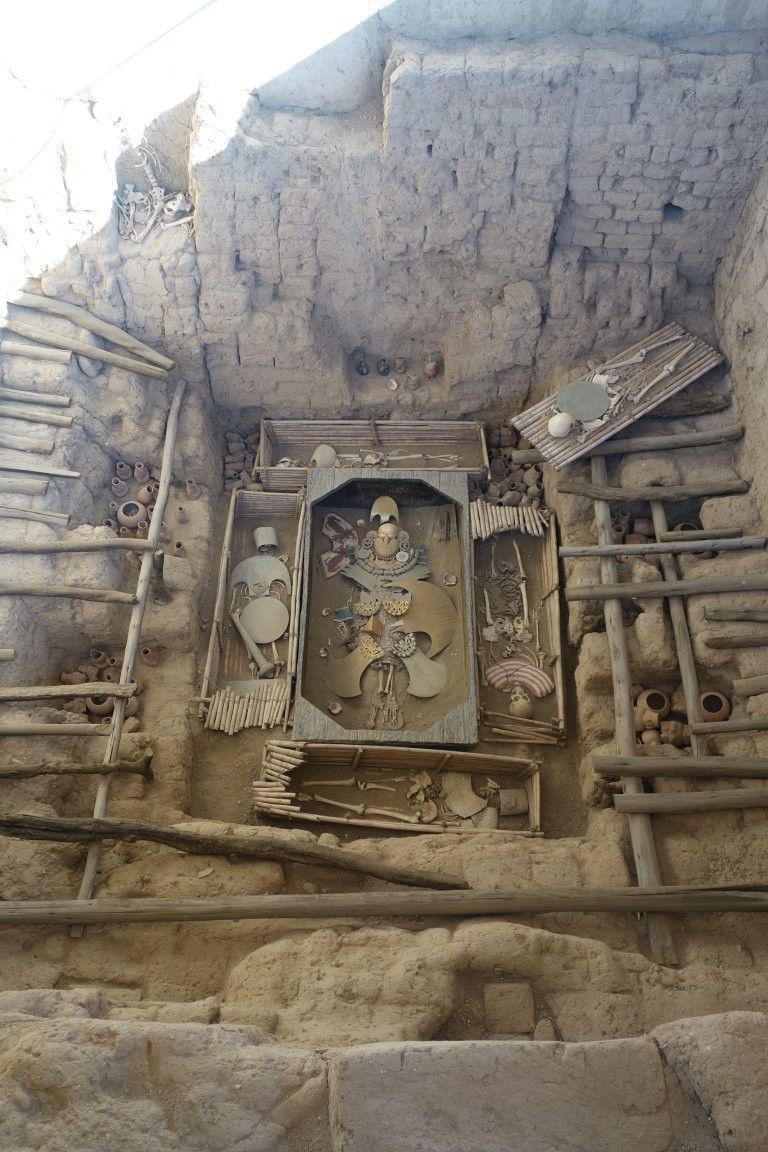 Perou: La tombe du Seigneur de Sipan, reconstitution sur la zone de découverte