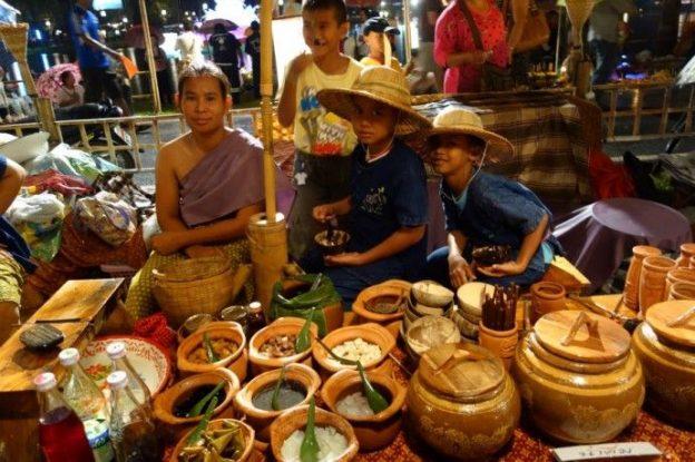 loy-krathong-vendeur-unesco-voyage-travel-sukhothai