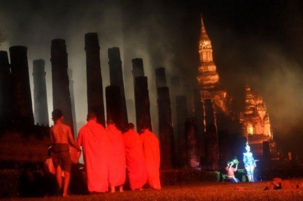 moines-bouddhiste-unesco-loy-krathong-sukhothai