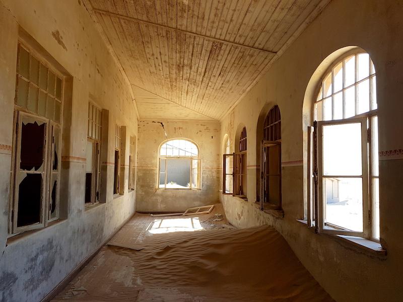 Kolmanskop in Namibia picture travel https://yoytourdumonde.fr