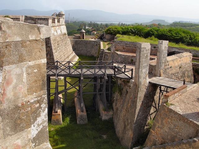 Photo de Adeline Dassel de Pixabay fort Santiago de Cuba photo à retrouver sur le blog de tour du monde voyage https://yoytourdumonde.fr